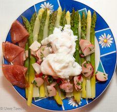 Testing, eins, zwei: Kochen:Gedünsteter Spargel mit pochiertem Ei und Radieschen-Schnittlauch Vinaigrette