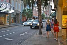 If visiting Charleston, experiencing the nightlife scene is a must! Find the best nightlife hot spots!