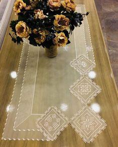Este posibil ca imaginea să conţină: floare şi interior Wedding Linens, Wedding Napkins, Hobbies And Crafts, Diy And Crafts, Embroidery On Clothes, Burlap Table Runners, Crochet Tablecloth, Bargello, String Art