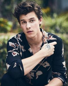 Shawn Mendes and Justin Bieber Shawn Mendes and Justin Bieber Shawn Mendes Wallpaper, Avatar Art, Harry Potter Star Wars, Spotify Instagram, Fangirl, Justin Bieber, Shawn Mendes Cute, Shawn Mendes Hair, Shawn Mendes Songs