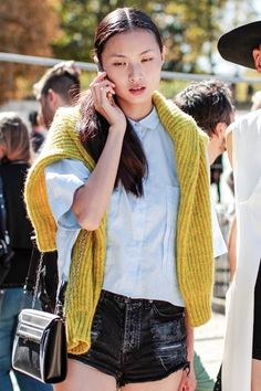 http://www.vogue.xl.pt/estilo/street_style/detalhe/happiness_only_real_when_yellow.html