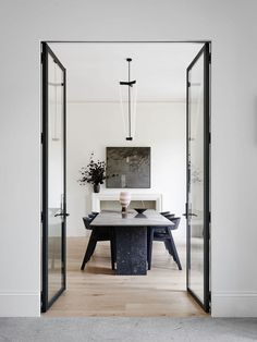 Robson Rak Architects and Interior Designers | Top 50 Room Decor Ideas 2016 According To Australian House & Garden | Home Decor. Dining Room Ideas. #homedecor #diningroomideas #diningroom Read more: https://www.brabbu.com/en/inspiration-and-ideas/interior-design/room-decor-ideas-2016-according-australian-house-garden