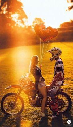 Pre wedding bride and groom Motorcycle Trial Couple in love 230 mx Sunset Ens . Couple Dirt Bike, Couple Motocross, Biker Couple, Motocross Girls, Motorcycle Couple, Dirt Bike Girl, Pit Bike, Dirt Bike Wedding, Motocross Wedding