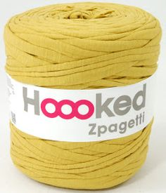 This is a fabulous rug to make with the gorgeous Zpagetti yarn from Hoooked. It crochets up amazingly quickly - I made mine in a l. Knitting Patterns, Doily Rug, T Shirt Yarn, Crochet Basics, Floor Rugs, Crochet Flowers, Crochet Projects, Diy Projects, Trapillo