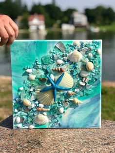 resin geode canvas with beach glass and shells - maritimes - craft Sea Crafts, Resin Crafts, Resin Art, Seashell Art, Seashell Crafts, Seashell Projects, Beach Ornaments, Beach Art, Beach Canvas