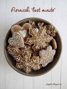 miękkie pierniczki Cookie Desserts, Just Desserts, Cookie Recipes, Gingerbread Cookies, Christmas Cookies, Biscuits, Cupcake Pictures, Polish Recipes, Cake Cookies