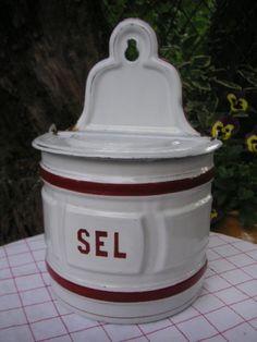 Salt red-and-white-kitchen-stuff