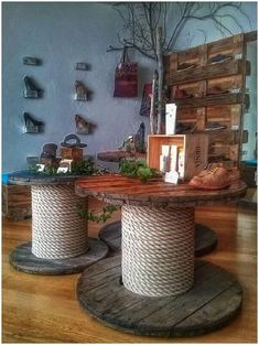 60 DIY Recycled Wood Cable Spool Furniture Ideas & Projects For Porch Decorating. - 60 DIY Recycled Wood Cable Spool Furniture Ideas & Projects For Porch Decorating… 60 DIY Recycled Wood Cable Spool Furniture Ideas & Projects For Porch Decorating… Wooden Spool Tables, Cable Spool Tables, Wooden Cable Spools, Cable Reel Table, Cable Spool Ideas, Spools For Tables, Cable Reel Ideas Garden, Recycler Diy, Porch Furniture