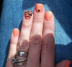 Tiger print mani