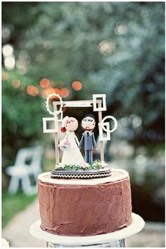 Brown Wedding Inspiration | Cake with cutest topper