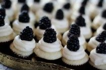 canapés noir et blanc cupcakes instead of wedding cake for budget!