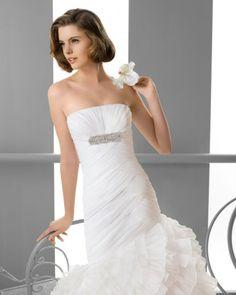 151 FLOR / Wedding Dresses / 2013 Collection / Alma Novia (close up)
