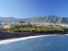 Every Sunday we organize unique excursions for our students. Explore Tenerife with us - at FU International Academy. Teneriffe, Spanish Courses, Canary Islands, Spain Travel, Beautiful Beaches, Strand, Wonders Of The World, Night Life, Travel Destinations