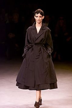 Yohji Yamamoto Spring 2000 Ready-to-Wear Collection Photos - Vogue