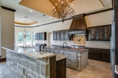 #dreamhome #interior #interiors #interiordesign #dfw #dallas #greenhome #customhome #architecture #kitchen #dreamkitchen #lighting #design #kitchenisland