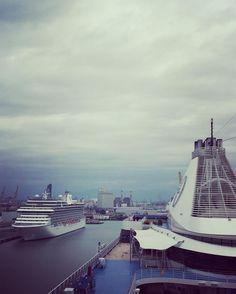 Aujourd'hui Marina et Riviera d'@OceaniaCruises sont au port de Livourne en Italie #croisière #vacances #voyage #seagnature #bateau