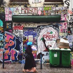 We #love this #street. // #LaMaisonDeLaPlage #RueDénoyez #Belleville #Paris. // #StreetArt #StreetColors by cctseecity