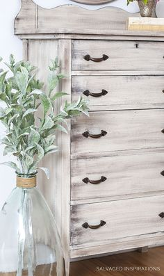 22 Ideas refinishing furniture diy dresser shabby chic for 2019 Bedroom Furniture Makeover, Painted Bedroom Furniture, Bedroom Dressers, Refurbished Furniture, Shabby Chic Furniture, Rustic Furniture, Diy Furniture, Barbie Furniture, Furniture Design