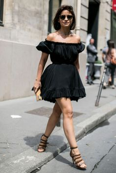 1 Le Fashion 31 Stylish Ways To Wear An Off The Shoulder Look Black Dress Street Style Miroslava Duma Via Vogue Russia Fashion Week, Look Fashion, Fashion Trends, Fashion Black, Dress Fashion, Net Fashion, Petite Fashion, Fashion Bloggers, Curvy Fashion