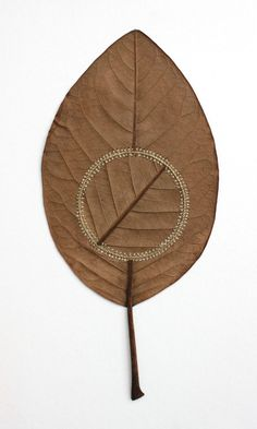 susanna bauer crochets leaves into delicate sculptures Land Art, Crochet Leaves, Crochet Flower, Dry Leaf, Painted Leaves, Arte Floral, Nature Crafts, Graphic, Art Forms