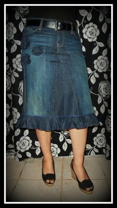 "DELAROSA inferior volante Jean falda modesta con tamaño del ""Order to Your size 'Ruffle Jean Skirt by CustomJeanSkirts jean skirt…"", ""Bottom Ruffle Jean Diy Jeans, Sewing Jeans, Sewing Clothes, Diy Clothes, Skirt Sewing, Modest Skirts, Modest Outfits, Jean Skirts, Mode Jeans"
