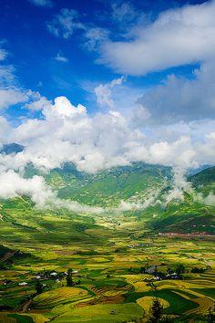 Smiling cloud, Vietnam