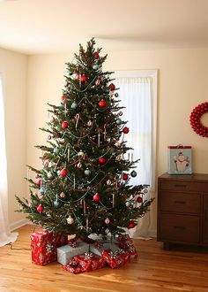 1000 images about christmas traditional red green and for Green and gold christmas tree