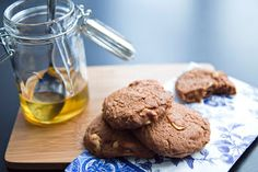 Check out this wonderful and simple Honey Peanut Brownie recipe by Mossop's Honey . Mossop's Honey is a family owned business in New Zealan. Peanut Brownies, Honey Recipes, Brownie Cookies, Brownie Recipes, A Food, Food Photography, Beef, Chocolate, Baking