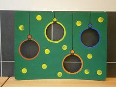 Idee voor ballen gooien met gekleurde plastiek ballen Preschool Christmas, Christmas Holidays, Christmas Crafts, Christmas Tree, Theme Noel, Birthday Party Games, 4 Kids, Winter Time, Games For Kids