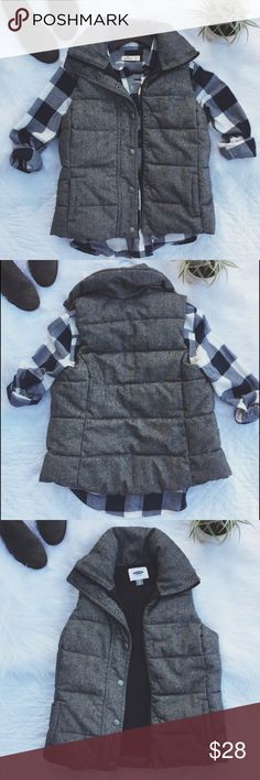 •Old Navy Heather Gray Puffer Vest• Old Navy Heather Gray Puffer Vest. Perfect to stay warm with. Layer any outfit with this comfortable and soft vest.   •size: xs  •color/print: heather gray       •button up & zip vest •has pockets •worn one time last winter •excellent condition   •No trades(comments will politely be ignored). •15% off 2+ items  Old Navy Jackets & Coats Vests