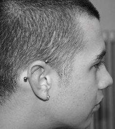 Ohr Piercing - Industrial Piercing, mit Barbell - Titanstab mit Kugeln