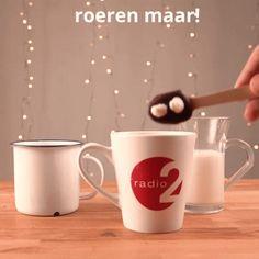 Mmm, maak zelf lepeltjes chocolademelk! | Radio 2, de grootste familie Marshmallow, Mugs, Tableware, Dinnerware, Tumblers, Tablewares, Marshmallows, Mug, Dishes