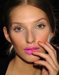 subtle ye, bright lips