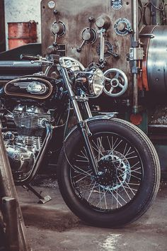 30 Ideas for old bullet bike royal enfield Enfield Bike, Enfield Motorcycle, Motorcycle Style, Women Motorcycle, Motorcycle Helmets, Racing Helmets, Old Bullet, Black Bullet, Royal Enfield Bullet