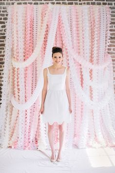How perfect is this pink streamer photo backdrop for spring parties?!