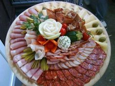 Wedding food platters cold cuts Ideas for 2019 Food Platters, Cheese Platters, Italian Wedding Foods, Plateau Charcuterie, Italian Antipasto, Diy Wedding Food, Cold Cuts, Antipasto Platter, Romanian Food