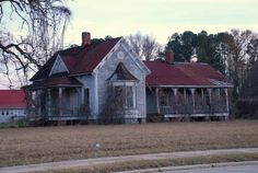 Abandoned Folk Victorian House in Tatum, South Carolina