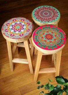 Mandala Bar Stools -- OMG, I definitely need to do this for our old bar stools! - DIY Furniture Projects - Mandala Bar Stools — OMG, I definitely need to do this for our old bar stools! Painted Chairs, Hand Painted Furniture, Funky Furniture, Paint Furniture, Furniture Projects, Furniture Makeover, Home Projects, Home Furniture, Painted Bar Stools