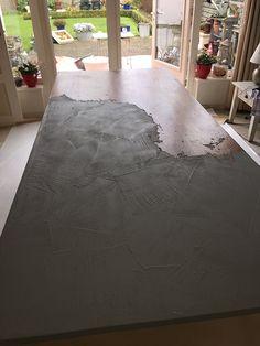 Beton-Cire tafel in meer dan 60 kleuren verkrijgbaar #waterdicht #betoncire beal #mortex www.stucadoorstiens.nl