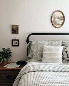 36 small bedroom designs home staging tips to maximize small spaces 14 Home Bedroom, Bedroom Decor, Bedrooms, Bedroom Ideas, Home Staging Tips, Small Bedroom Designs, Granny Chic, Piece A Vivre, My New Room