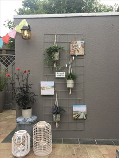 Outdoorliving, idea for a dull wall.