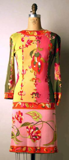 Emilio Pucci ensemble ca. via The Costume Institute of the Metropolitan Museum of Art Not a dress I would choose, but represents the sixties. 60s And 70s Fashion, Mod Fashion, Vintage Fashion, High Fashion, Vintage Outfits, 1960s Outfits, Vintage Dresses, Emilio Pucci, 70s Mode