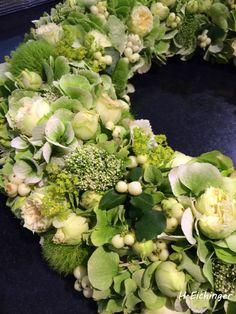 Trauerkranz Creme Grün Sympathy Flowers, Funeral Flowers, Fall Flowers, How To Make Wreaths, Floral Wreath, Bouquet, Home And Garden, Nature, Heavens
