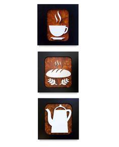 Conjunto de 3 quadros decorativos com desenhos criativos de pão, xícara e bule de café, pintura acrílica em relevo no mdf, moldura preta. Acompanha furo para pendurar.  Medidas cada quadro: L 30 x A 30 x C 1,5 cm - Peso 1 Kg    Quadro Café Premium VI - Trio 30x30