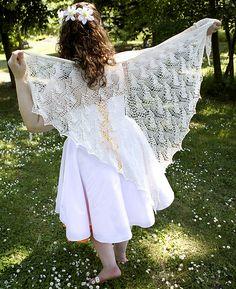 Ravelry: Luna Moth Shawl pattern by Shui Kuen Kozinski  #knit #free_pattern