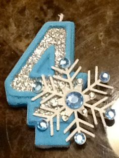 Frozen Inspired Snowflake Painted Candle with Glitter birthday candle cake candle cake topper birthd Princess Birthday Party Decorations, Frozen Birthday Party, 5th Birthday, Frozen Theme Cake, Birthday Cake With Candles, Glitter Birthday, Birthday Cake Toppers, Themed Cakes, Snowflakes