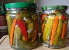 Castraveți crocanți la borcan cu ardei gras și morcov – o rețetă simplă ce merită încercată Pickles, Cucumber, Stuffed Peppers, Vegetables, Food, Stuffed Pepper, Essen, Vegetable Recipes, Meals