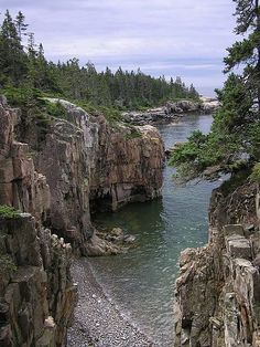 The cliffs on the beaches of Acadia National Park, Maine, USA