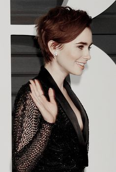 I just really love lily collins' pixie, okay?!
