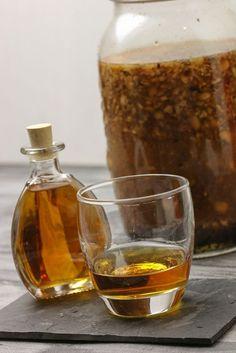 Making hazelnut liqueur yourself - easy & tasty - Food - Diet Drinks, Fun Drinks, Alcoholic Drinks, Liquor Drinks, Bourbon Drinks, Healthy Foods To Eat, Healthy Eating Tips, Healthy Life, Homemade Liquor